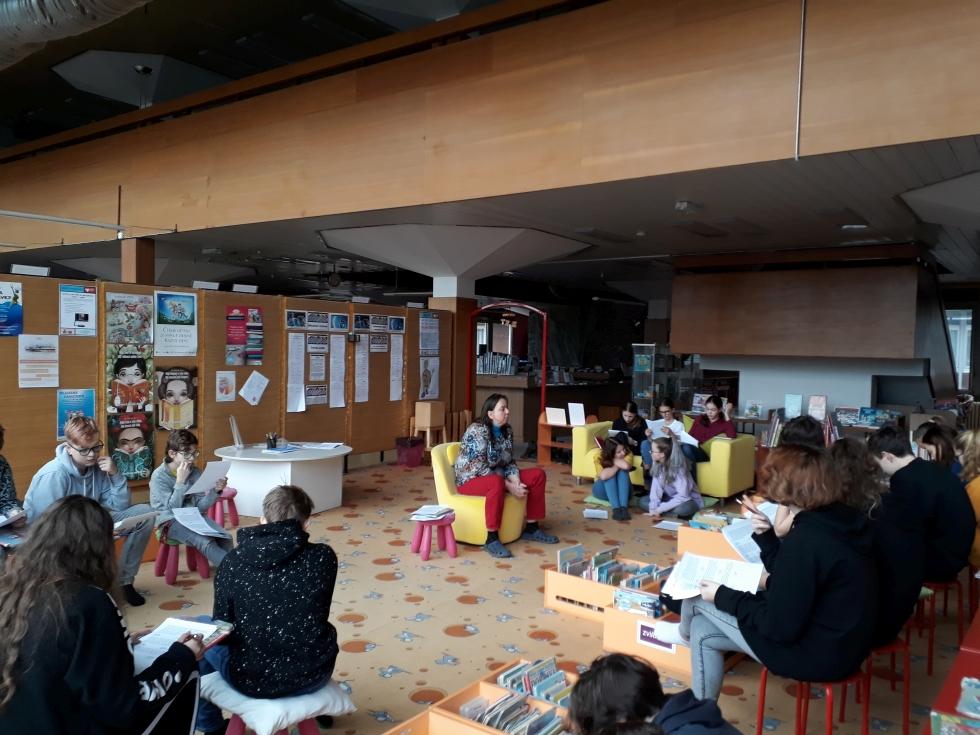 Terciáni v knihovně