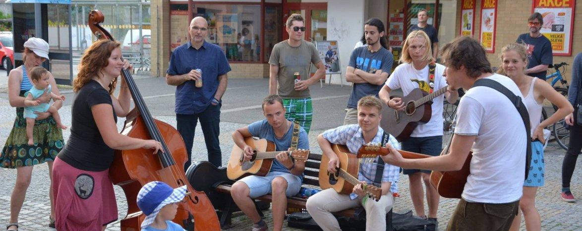 Muzikanti v ulicích Týna nad Vltavou