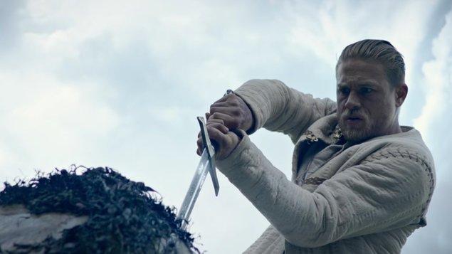 Kráľ Artuš: Legenda o meči