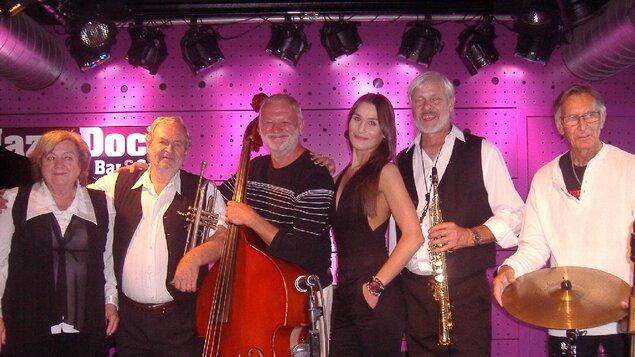 Revival  Swing Band Praha & Bára Rezková