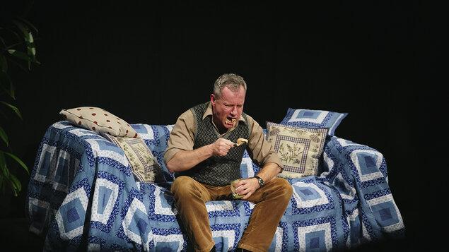 """Divadlo Kontra – """"Nenávidím"""""""