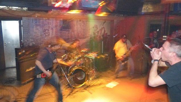 Hudba v atriu - metal: Není úniku, Bolest bude větší