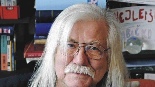 Josef Fousek: ZKRÁTKA BEZ POZLÁTKA