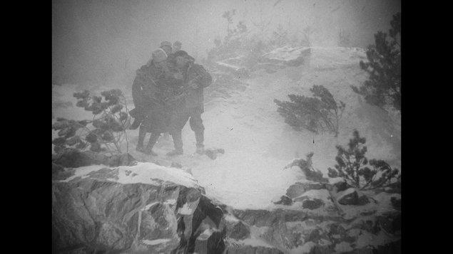 Cyklus 100letá republika - Bílá tma + předfilm Škůdce + Týden ve filmu 1948, č. 10