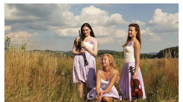 KPH - Mucha trio