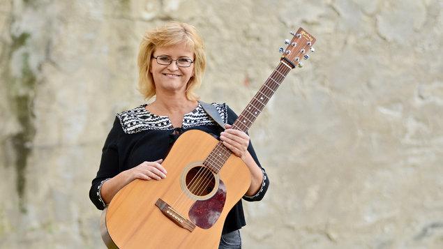 Pavlína Jíšová - Písničky s kytarou