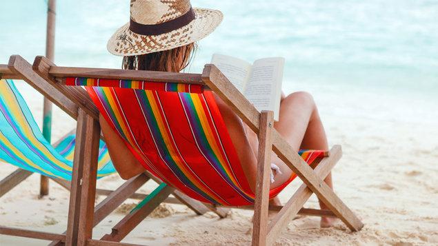 Letní čtení na pláži