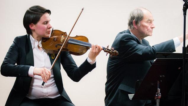 Barbora Valečková ~ housle & Stanislav Bogunia ~ klavír