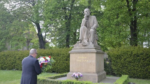 Pietní slavnost u pomníku Bedřicha Smetany