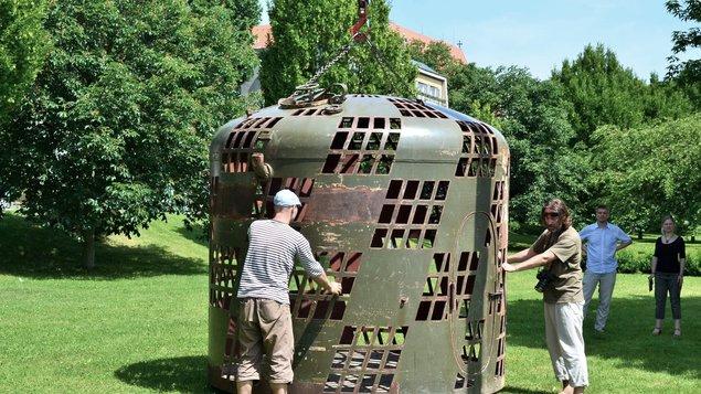 Komentovaná prohlídka v rámci akce Umění ve městě v parku u řeky