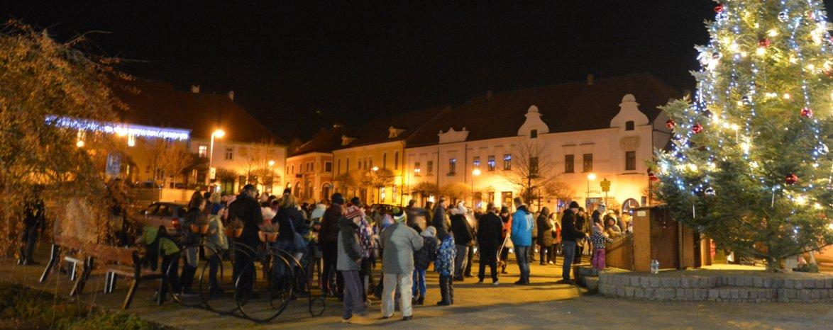 Adventní muzikanti v ulicích Týna nad Vltavou