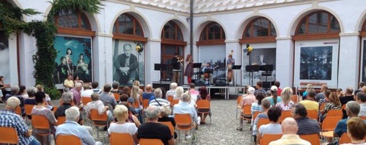 ZPÍVÁNÍ NAD NEŽÁRKOU - festival