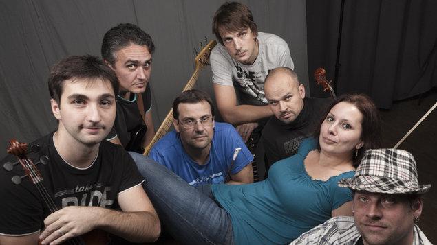 Hudba v atriu – folk: Huménečko, Pramen
