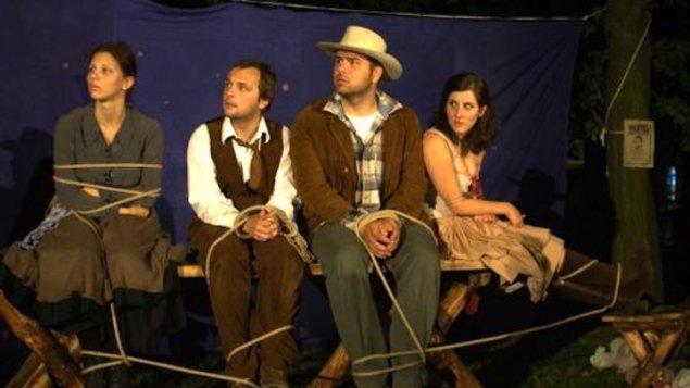 Divadlo na hambálku: VIETOR V KORUNÁCH SASAFRASU