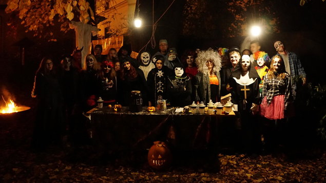 Halloweenský průvod strašidel