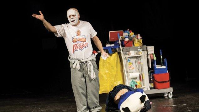 Vysavač - divadelní předplatné