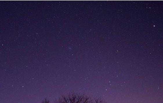 Co svítí v noci na obloze