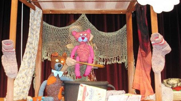 Teatro Neline: UŠTRIKOVANÁ ROZPRÁVKA